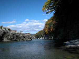 岩畳と紅葉
