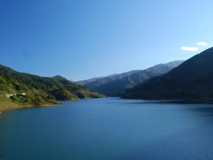 浦山ダムと山々