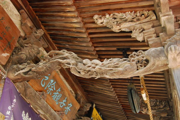 龍のカゴ彫り
