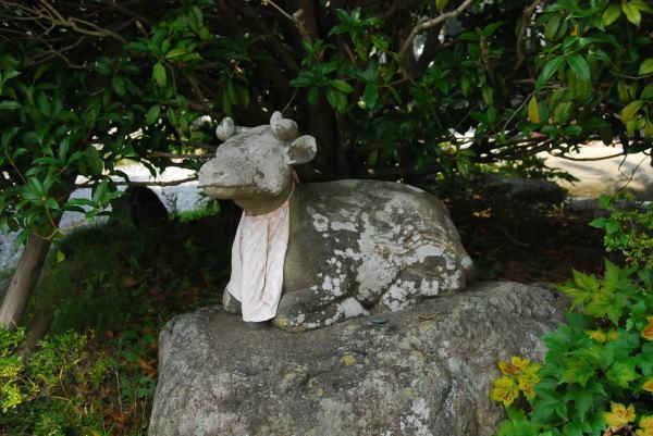 小牛の石像