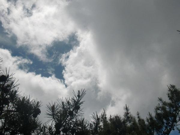 岩場から見た空